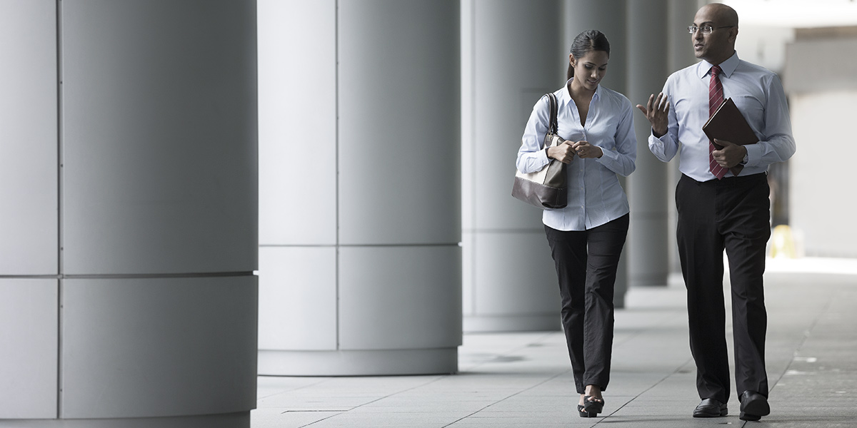 Business people walking | Atradius